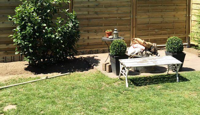 Gartenbau, fertiger Garten mit Sitzecke