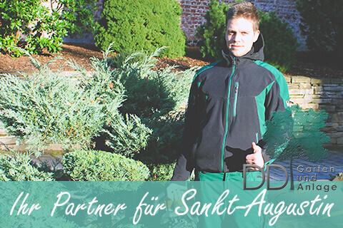 Garten und Landschaftsbauer steht in einem Garten in Sankt-Augustin, Schirfttzug Ihr Partner für Sankt-Augustin